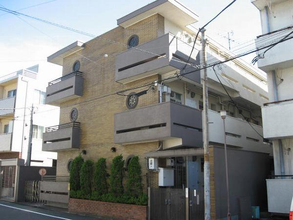 東京都世田谷区、祐天寺駅徒歩18分の築43年 3階建の賃貸マンション