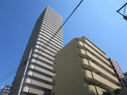 東京都世田谷区、三軒茶屋駅徒歩17分の築15年 30階建の賃貸マンション