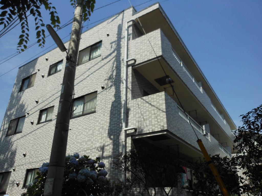 東京都世田谷区、駒沢大学駅徒歩16分の築27年 3階建の賃貸マンション