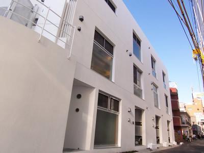 東京都目黒区、祐天寺駅徒歩13分の築8年 3階建の賃貸マンション