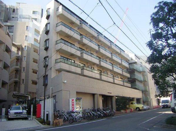 東京都目黒区、神泉駅徒歩15分の築26年 3階建の賃貸マンション