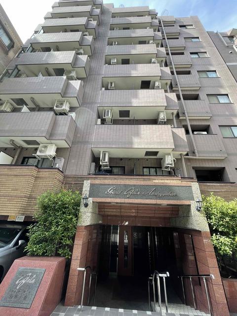 東京都港区、六本木駅徒歩18分の築16年 12階建の賃貸マンション