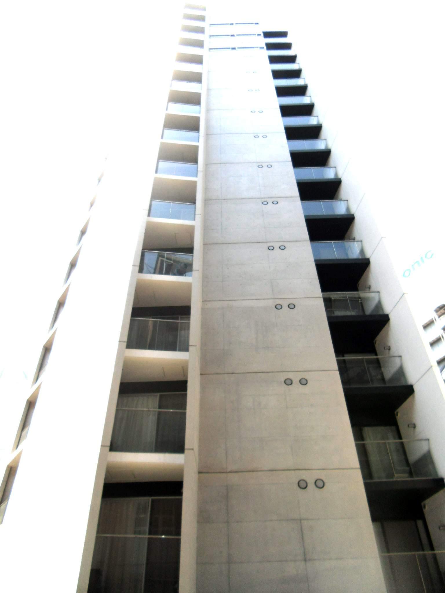 東京都港区、大門駅徒歩6分の築10年 15階建の賃貸マンション
