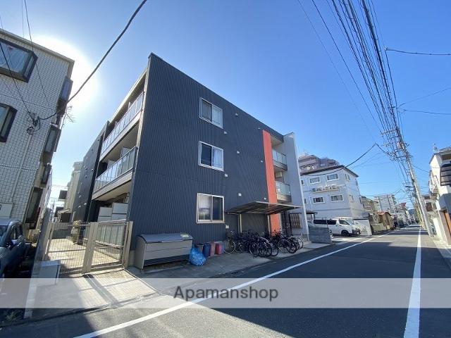 東京都足立区、綾瀬駅徒歩10分の築1年 3階建の賃貸アパート