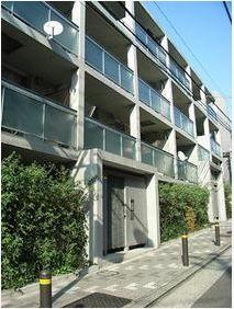 東京都目黒区、都立大学駅徒歩3分の築13年 4階建の賃貸マンション