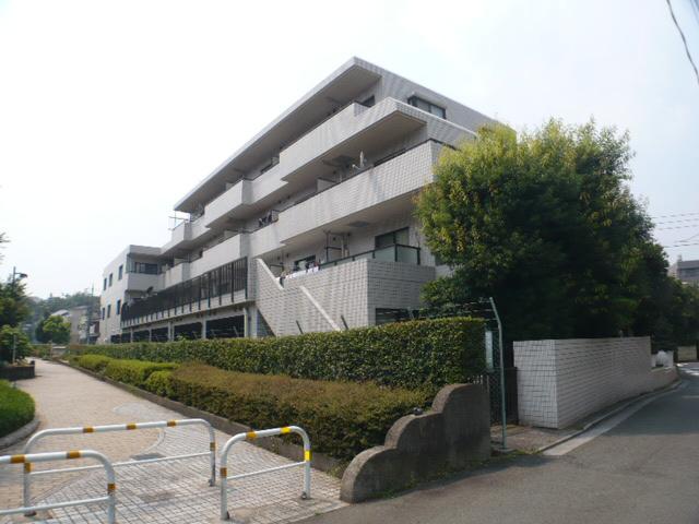 東京都世田谷区、池ノ上駅徒歩16分の築32年 4階建の賃貸マンション