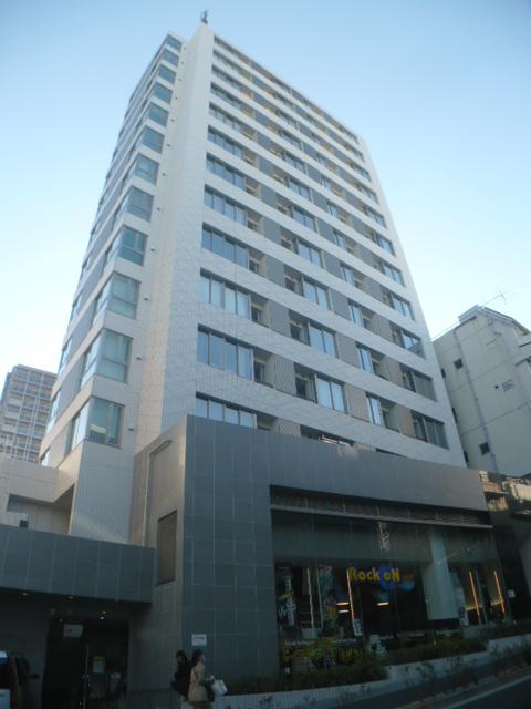 東京都渋谷区、原宿駅徒歩9分の築8年 15階建の賃貸マンション