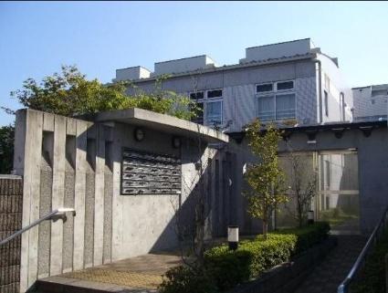 東京都世田谷区、自由が丘駅徒歩15分の築13年 2階建の賃貸マンション