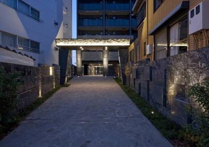 東京都新宿区、新大久保駅徒歩12分の築2年 5階建の賃貸マンション
