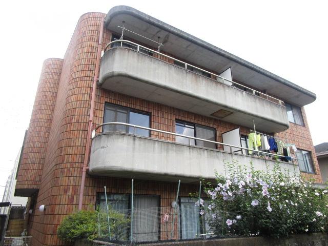 東京都世田谷区、尾山台駅徒歩15分の築27年 3階建の賃貸マンション