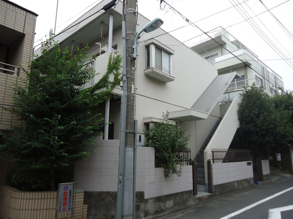 東京都目黒区、祐天寺駅徒歩21分の築30年 2階建の賃貸マンション