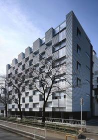 東京都目黒区、都立大学駅徒歩9分の築48年 6階建の賃貸マンション