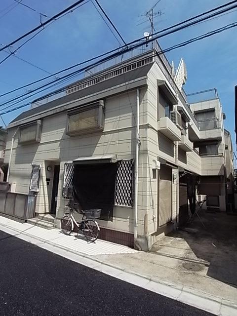 東京都目黒区、神泉駅徒歩11分の築27年 3階建の賃貸マンション