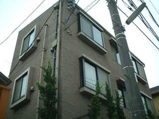 東京都世田谷区、駒沢大学駅徒歩13分の築20年 3階建の賃貸マンション