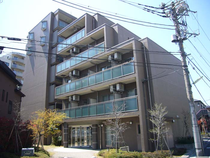 東京都世田谷区、駒場東大前駅徒歩12分の築13年 7階建の賃貸マンション