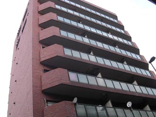 東京都世田谷区、駒沢大学駅徒歩19分の築33年 9階建の賃貸マンション