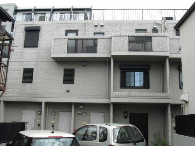 東京都世田谷区、経堂駅徒歩18分の築14年 3階建の賃貸マンション