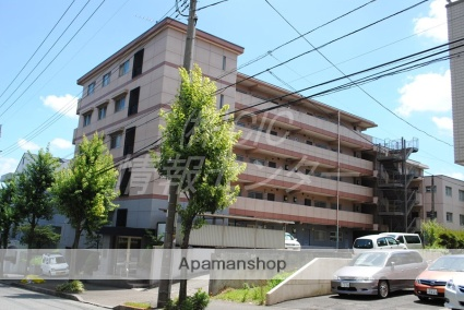 神奈川県横浜市青葉区、たまプラーザ駅徒歩13分の築31年 5階建の賃貸マンション