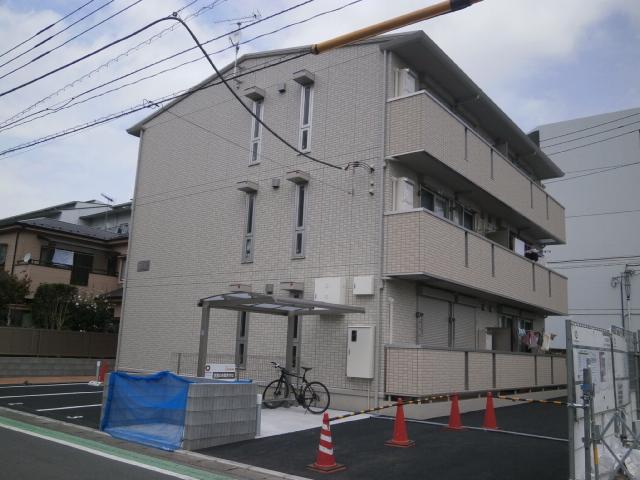 神奈川県相模原市南区、小田急相模原駅徒歩27分の築3年 3階建の賃貸アパート
