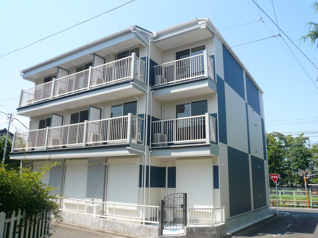 神奈川県相模原市中央区、相模原駅徒歩12分の築10年 3階建の賃貸アパート