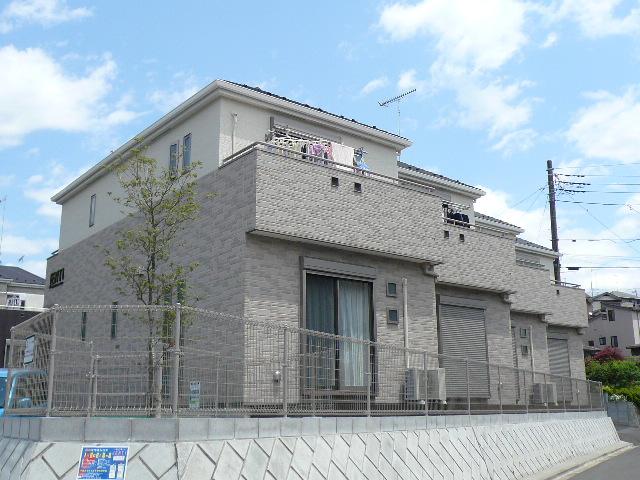 東京都町田市、相原駅徒歩11分の築6年 2階建の賃貸テラスハウス