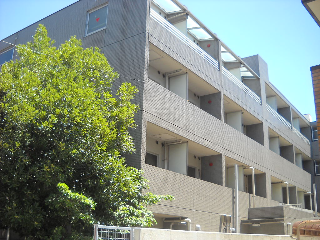 神奈川県川崎市中原区、武蔵小杉駅徒歩17分の築24年 4階建の賃貸マンション