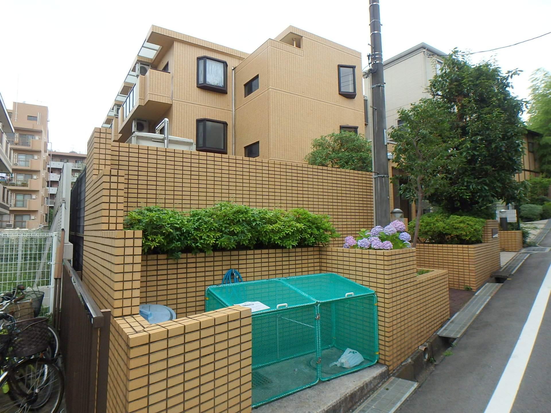 神奈川県川崎市宮前区、鷺沼駅徒歩4分の築25年 3階建の賃貸マンション