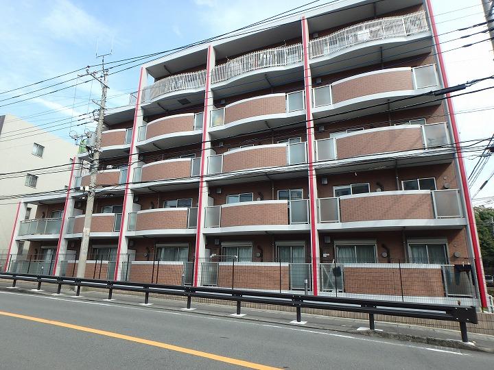 神奈川県川崎市宮前区、梶が谷駅徒歩20分の築3年 5階建の賃貸マンション