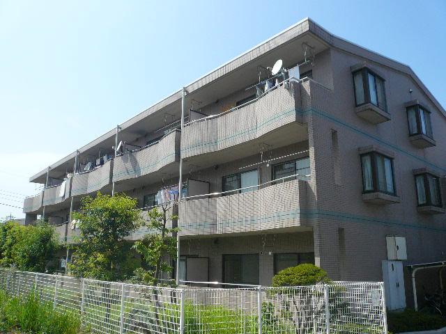 神奈川県横浜市青葉区、青葉台駅徒歩13分の築23年 3階建の賃貸マンション