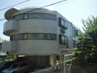 神奈川県横浜市青葉区、藤が丘駅徒歩23分の築25年 3階建の賃貸マンション