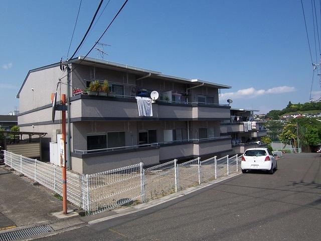 神奈川県横浜市青葉区、藤が丘駅徒歩30分の築27年 3階建の賃貸マンション