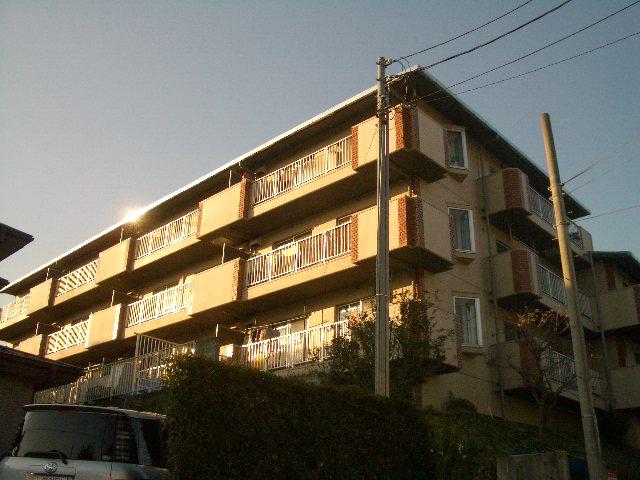神奈川県横浜市青葉区、藤が丘駅徒歩5分の築27年 3階建の賃貸マンション