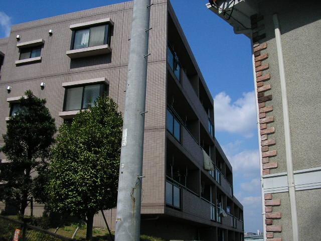 神奈川県横浜市青葉区、藤が丘駅徒歩16分の築22年 3階建の賃貸マンション