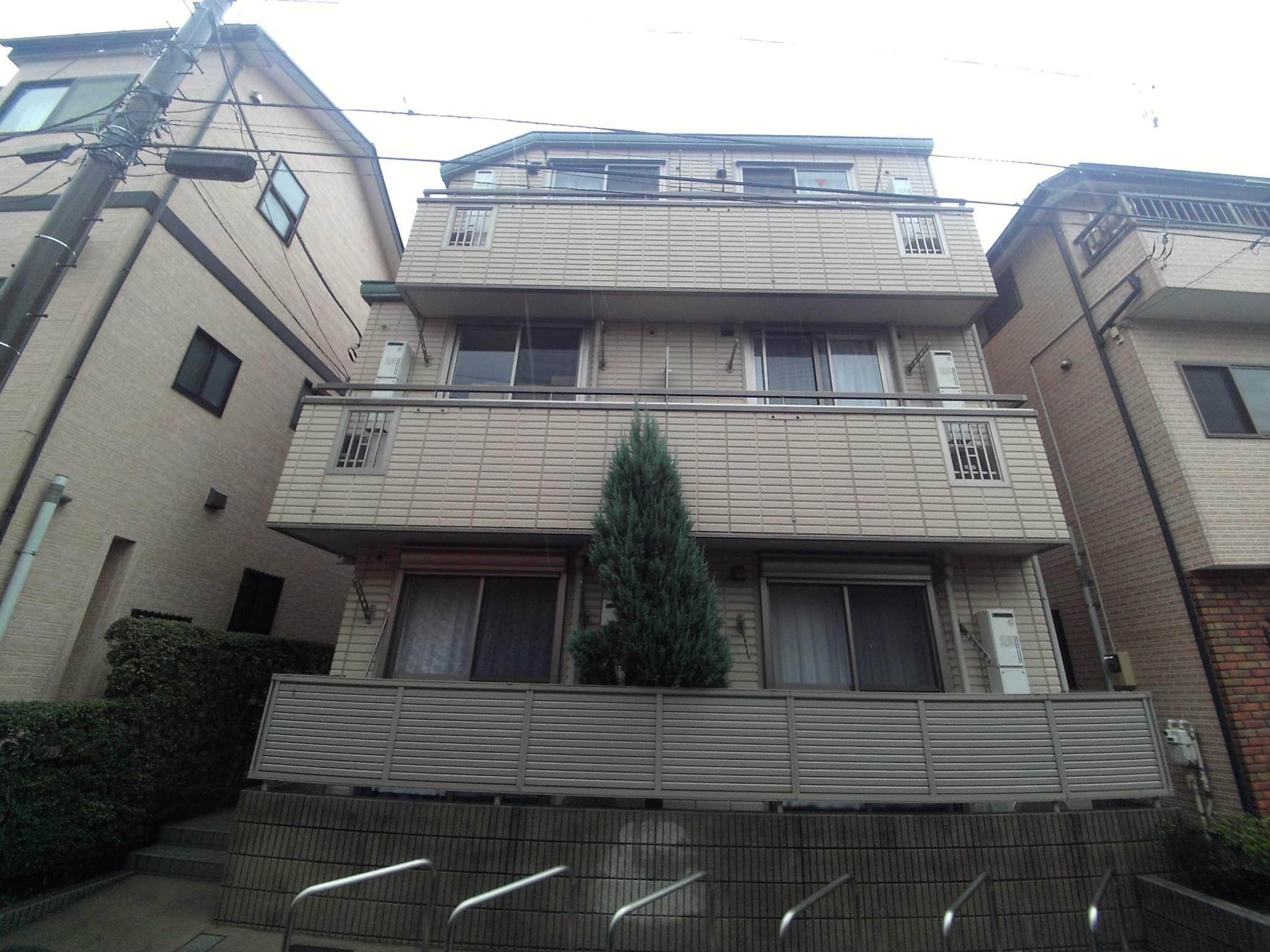 神奈川県横浜市鶴見区、川崎駅徒歩20分の築8年 3階建の賃貸アパート