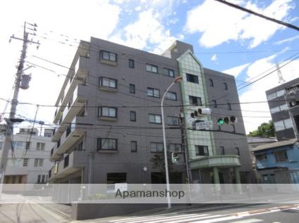 神奈川県川崎市高津区、武蔵新城駅徒歩16分の築18年 5階建の賃貸マンション