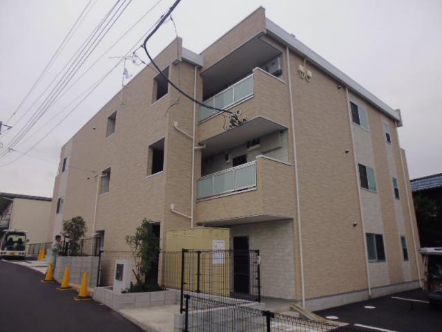 神奈川県茅ヶ崎市、茅ケ崎駅徒歩14分の築3年 3階建の賃貸マンション