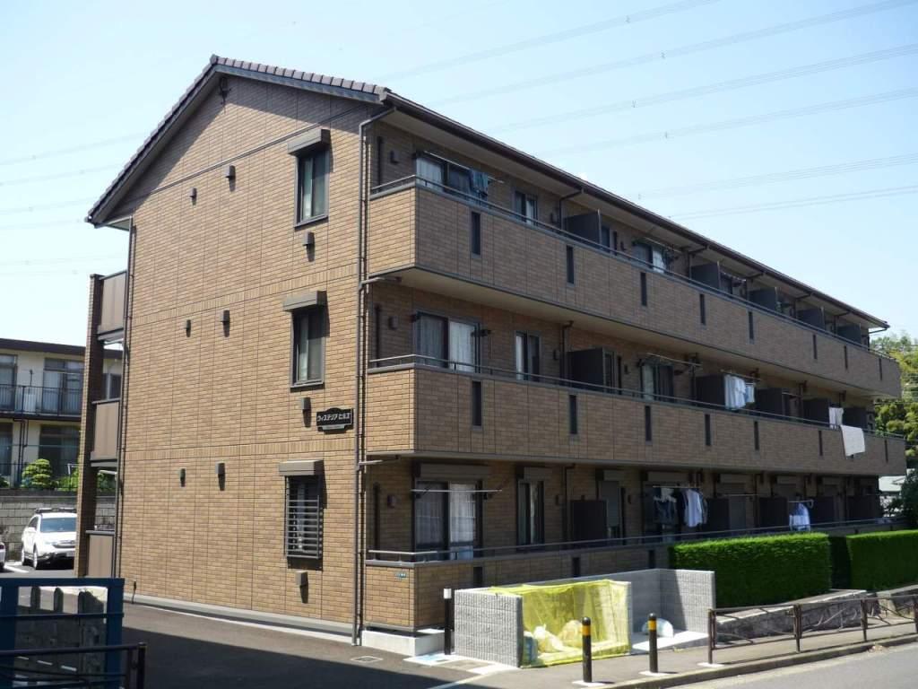 神奈川県川崎市麻生区、新百合ヶ丘駅徒歩24分の築11年 3階建の賃貸アパート