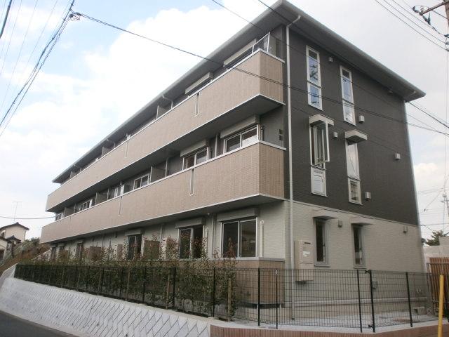 神奈川県川崎市麻生区、百合ヶ丘駅徒歩9分の築3年 3階建の賃貸アパート