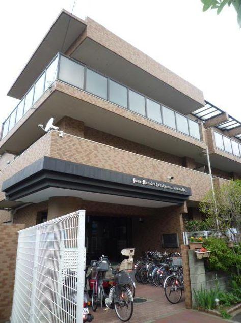 神奈川県横浜市神奈川区、東白楽駅徒歩17分の築26年 3階建の賃貸マンション