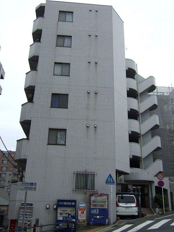 神奈川県横浜市中区、横浜駅徒歩26分の築25年 7階建の賃貸マンション