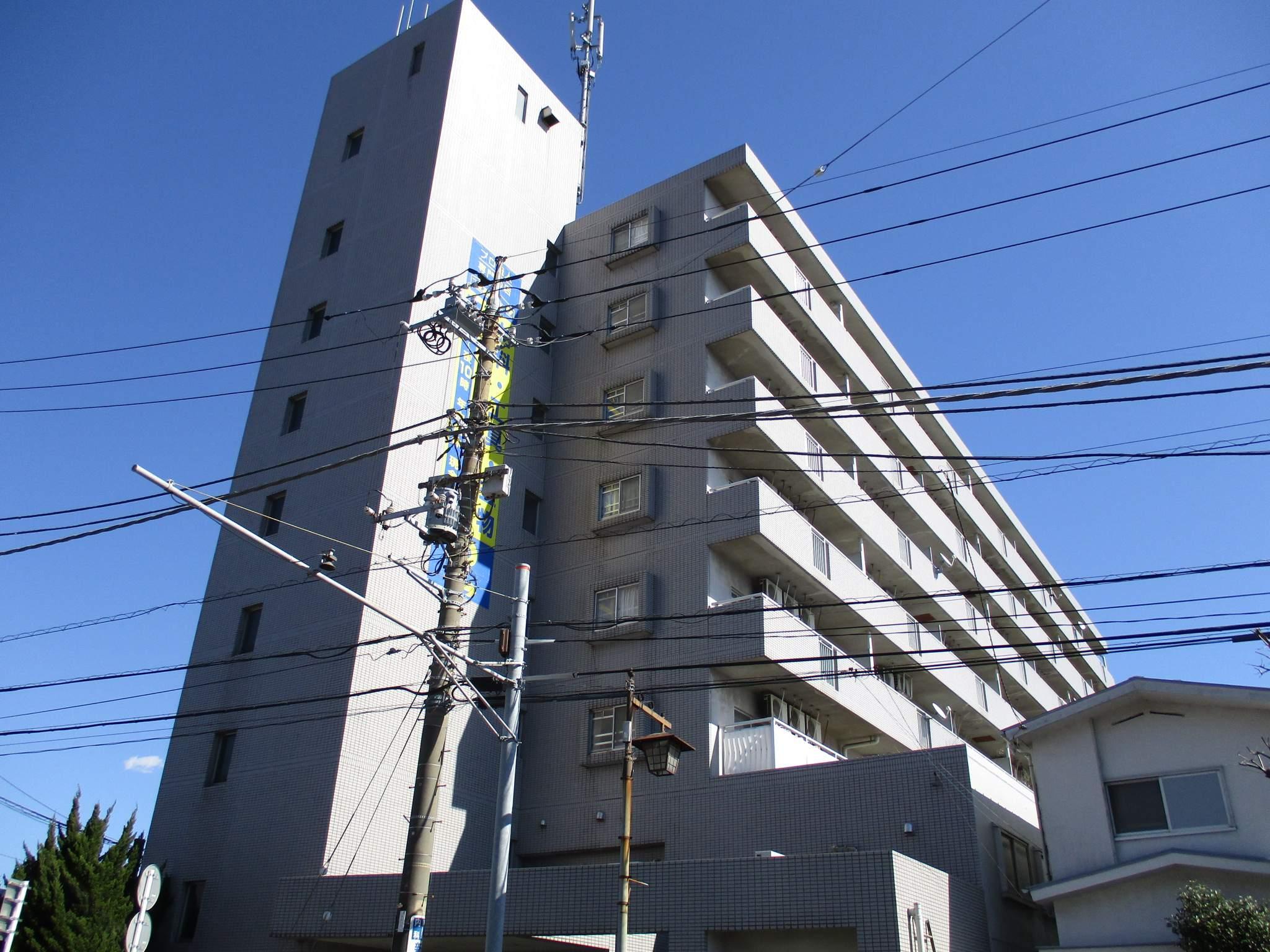 神奈川県厚木市、厚木駅徒歩19分の築25年 8階建の賃貸マンション