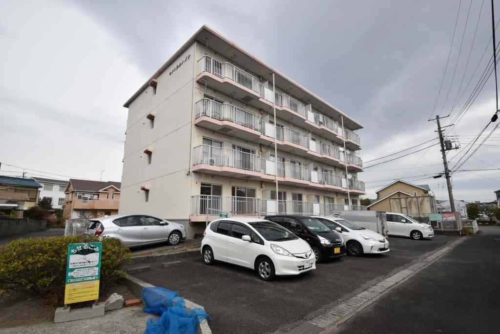 神奈川県小田原市、栢山駅徒歩4分の築28年 4階建の賃貸マンション