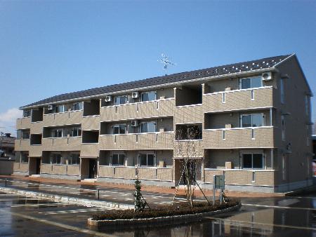 新潟県長岡市、長岡駅徒歩62分の築7年 3階建の賃貸アパート