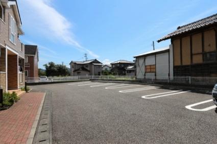 ヴィラ・ウィステリアD[2LDK/57.02m2]の駐車場