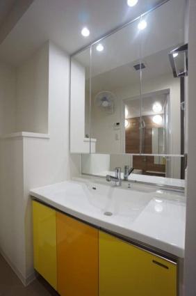 新潟県新潟市中央区東万代町[1LDK/60.2m2]の洗面所