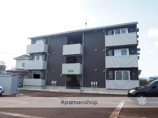 新潟県上越市、高田駅徒歩20分の築3年 3階建の賃貸アパート