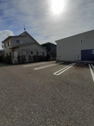 ラヴェルⅠ[2LDK/57.01m2]の駐車場