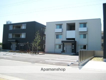 富山県富山市の築8年 3階建の賃貸アパート