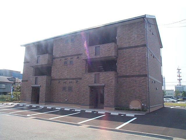 石川県金沢市、金沢駅北鉄バスバス25分松島下車後徒歩4分の築12年 3階建の賃貸アパート