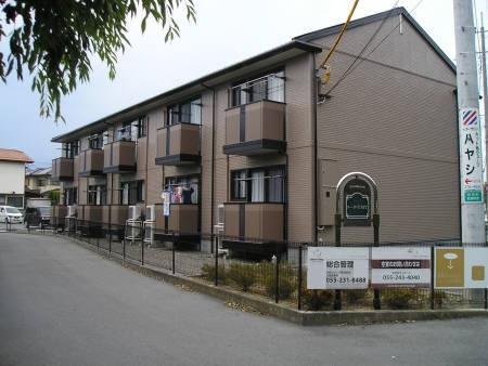 山梨県中巨摩郡昭和町、国母駅徒歩17分の築15年 2階建の賃貸アパート